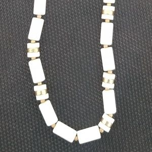Jewelry - Classic Vintage white & gold beaded necklace